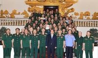 Premierminister Nguyen Xuan Phuc trifft Kriegsveteran-Delegation der Front Tay Nguyen