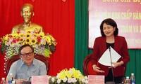 Vizestaatspräsidentin Dang Thi Ngoc Thinh besucht Familien mit Verdiensten in Dak Nong