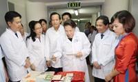 Parlamentspräsidentin Nguyen Thi Kim Ngan besucht nationale Datenbank III