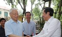 KPV-Generalsekretär Nguyen Phu Trong besucht Abteilung für Information und Erziehung der Partei