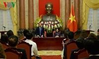 Interimsstaatspräsidentin Dang Thi Ngoc Thinh empfängt Delegation der vietnamesischen klein und mittelständischen Unternehmer