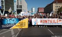 Kundgebung gegen den Apartheid in Berlin