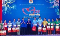 "Parlamentspräsidentin Nguyen Thi Kim Ngan nimmt am ""Tetfest"" in Binh Duong teil"