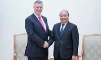 Premierminister Nguyen Xuan Phuc empfängt Chefs einiger internationaler Konzerne