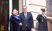 Parlamentspräsidentin Nguyen Thi Kim Ngan führt Gespräche mit Vorsitzendem des französischen Unterhauses