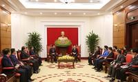 Leiter der Abteilung für Information und Erziehung der Partei empfängt Delegation von Jugendlichen aus Laos