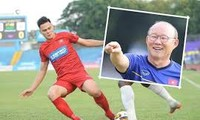 Trainer der vietnamesischen Fußballnationalmannschaft Park nimmt Adriano Schmidt unter die Lupe