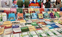 """Buchausstellung über """"Ho Chi Minhs Ewigkeit im Leben der Vietnamesen"""""""