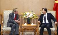 Vizepremierminister Trinh Dinh Dung empfängt Generaldirektor von SOCO