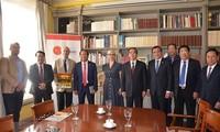 Leiter der Wirtschaftsabteilung der Partei Nguyen Van Binh besucht Spanien