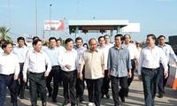 Premierminister Nguyen Xuan Phuc will sich Überblick über den Bau der Autobahn Trung Luong-My Thuan verschaffen
