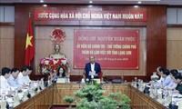 Premierminister Nguyen Xuan Phuc führt Gespräche mit der Provinzverwaltung von Lang Son