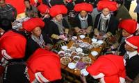 Sitten und Bräuche bei Hochzeit der Roten Dao in Lao Cai