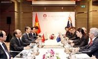Premierminister Nguyen Xuan Phuc trifft neuseeländische Amtskollegin