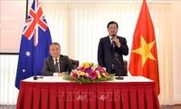 Vizepremierminister Trinh Dinh Dung besucht vietnamesische Botschaft in Australien