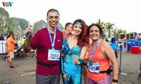 Mehr als 3000 Sportlerinnen und Sportler nehmen am Marathon in Halong teil