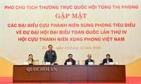 Vizeparlamentspräsidentin Tong Thi Phong trifft Vertreter ehemaliger junger Helfer im Krieg