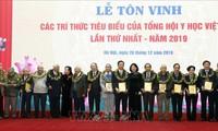 Ehrung der ausgezeichneten Mitglieder der traditionellen Mediziner Vietnams