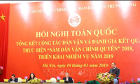 Premierminister Nguyen Xuan Phuc nimmt an Konferenz der administrativen Volksaufklärung teil