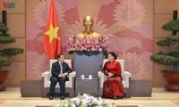 Parlamentspräsidentin Nguyen Thi Kim Ngan empfängt laotischen Botschafter in Vietnam
