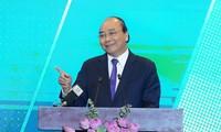 Premierminister Nguyen Xuan Phuc nimmt an Konferenz für Investition und Entwicklung in Hanoi teil