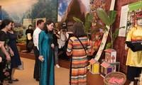 """Ausstellung """"Familie in der traditionellen Kultur der verschiedenen Volksgruppen Vietnams"""""""
