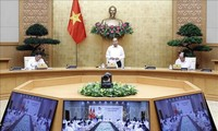 Premierminister Premierminister Nguyen Xuan Phuc tagt Online mit Verwaltung in Phu Tho