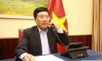 Vizepremierminister, Außenminister Pham Binh Minh telefoniert mit seinem Amtskollegen aus Saudi Arabien