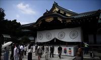 Japans Premierminister schickt Opfergabe zum Yasukuni-Schrein