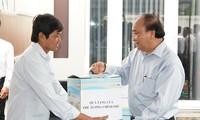Premierminister Nguyen Xuan Phuc überprüft Maßnahmen gegen Dürre und Versalzung in Tien Giang