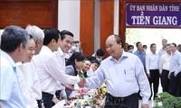 Premierminister Nguyen Xuan Phuc fordert technische Lösungen für Landwirtschaft und gegen Versalzung auf