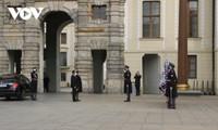 Botschafter Thai Xuan Dung übergibt Beglaubigungsschreiben an tschechischen Staatspräsidenten Milos Zeman