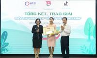 """Preisverleihung des Wettbewerbs von Videoclips """"Für ein grünes Vietnam"""""""