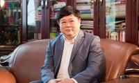 VOV-Intendant Nguyen The Ky überreicht Bücher an VOV-Bibliothek
