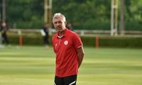 Jürgen Gede ist Trainer von Viettel bei AFC Champions League