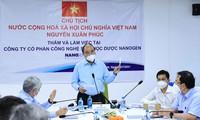 Staatspräsident Nguyen Xuan Phuc fordert schnellen Test von Nanocovax-Impfstoff