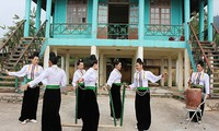 """""""Hun may"""" – ein traditionelles Musikinstrument der Khang in Quynh Nhai"""