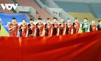 Vietnamesische Fußballauswahl der Frauen spielt unentschieden gegen U15-Futsalmannschaft der Männer von Thai Son Bac