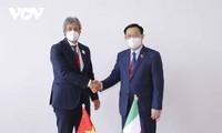 Parlamentspräsident Vuong Dinh Hue empfängt Parlamentspräsidenten einiger Länder
