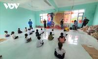 Vollmondfest für Kinder der armen Familien im bergigen Kreis Son Hoa in Phu Yen
