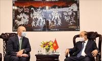 Staatspräsident Nguyen Xuan Phuc empfängt einige Leiter der großen US-Unternehmen