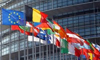 European Parliament calls on EU to pass growth budget