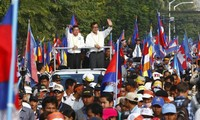 Cambodia opposition forces halt protests march
