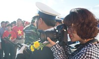 """Photo exhibition """" Truong Sa - Here we come"""" by journalist Nguyen My Tra"""