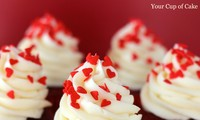 Red velvet cupcake with food blogger Phan Anh Esheep