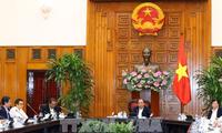 El premier vietnamita trabaja con altos dirigentes de las primeras universidades del país