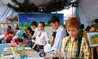 Localidades vietnamitas responden al Día Nacional del Libro