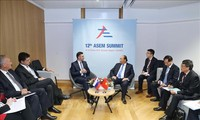 Premier vietnamita se reúne con dirigentes mundiales al margen de la ASEM 12