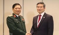 Ministro de Defensa de Vietnam se reúne con sus pares de Corea del Sur y Australia en Singapur