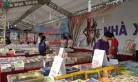 Inauguran VI Feria del Libro Hanói